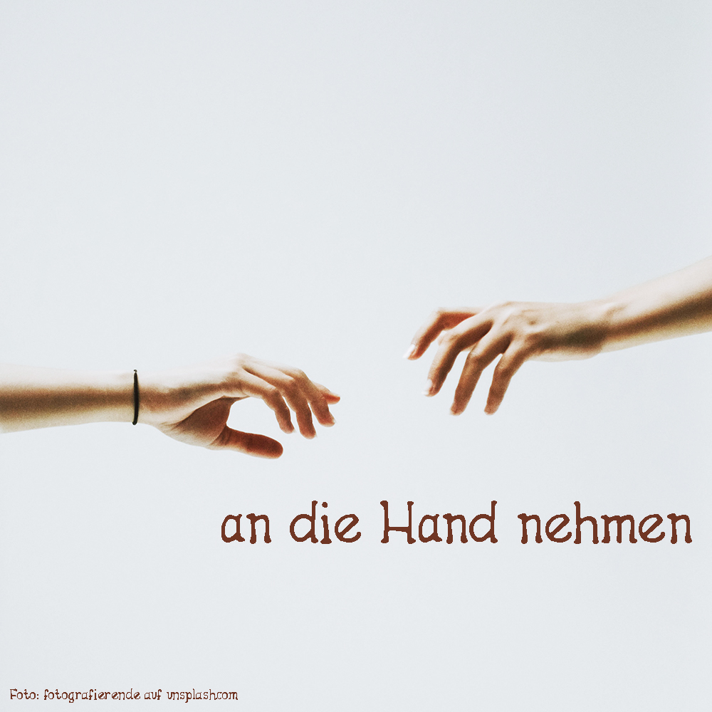 an die Hand nehmen
